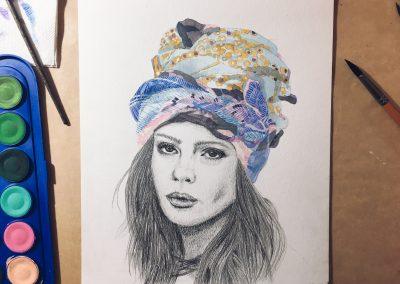 Retrato de mulher com turbante de lenço de seda